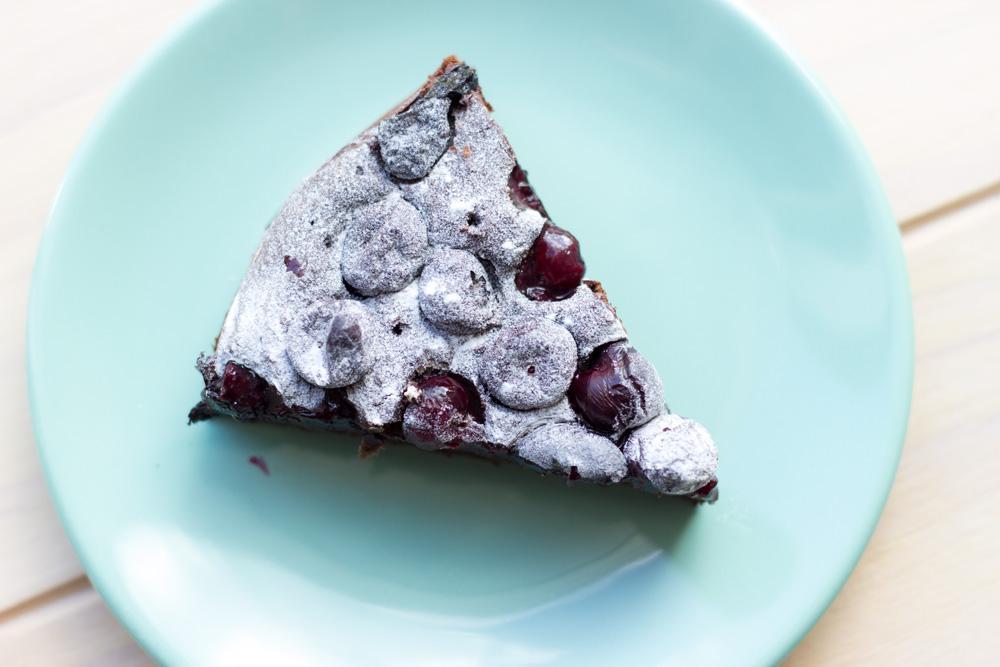 Chocolade taart met blauwe bessen